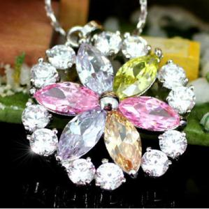Medalion Fleur Multicolour CRYSTALLIZED™ - Swarovski Elements1